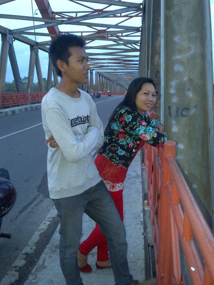 di jembatan Kahayan