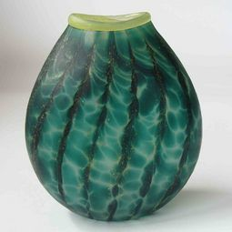 Exquisite NZ glass art vase by master glass blower