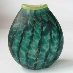 Exquisite NZ glass art vase by master glass blower