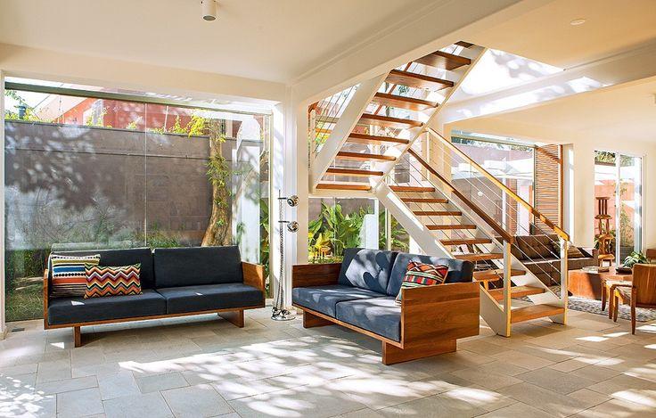 Por melhor que seja o projeto de iluminação, nada substitui o prazer do sol batendo na janela. Grandes aberturas permitem, além de uma boa circulação do ar, a entrada da luz natural. Delicie-se com 10 projetos com esta característica