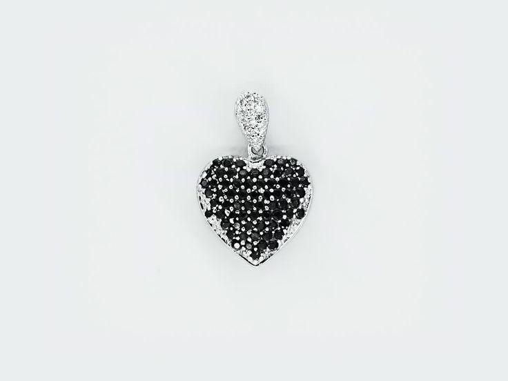 «Мое сердце» (My Heart) — серебряная подвеска в форме сердечка небольшого размера, украшенного черными циркониевыми камнями и белым цирконием в подвесе. #jewellery #bijoux #silver #ring #серебряное #кольцо #украшение #цирконий #ювелирные #изделия #fashionkiosk #fk #ювелирный #интернет-магазин