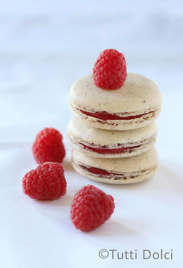 Vanilla Bean Macarons with Raspberry Curd | Tutti Dolci