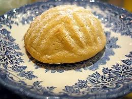 Kerebiç- Antakya:          Kerebiç, özellikle Ramazanda tüketilen beyaz bir köpüğün içinde yatan, içi fıstık ya da cevizle dolu olan, irmikten yapılmış, içli köfteye benzeyen bir tatlıdır. Yapımında kullanılan beyaz köpüğü oluşturan Çöven kökü nedeniyle kerebiç, alışılmışın dışında bir lezzete sahiptir. Yapılışı, ve içindekiler açısından, diğer Türk tatlılarından farklı bir tada sahiptir. Antakyaya has bir tatlıdır.