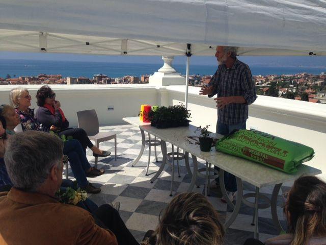 laboratorio di botanica sulla terrazza panoramica di Villa Regina Margherita con il Prof. Cane dell'Istituto Aicardi di Sanremo