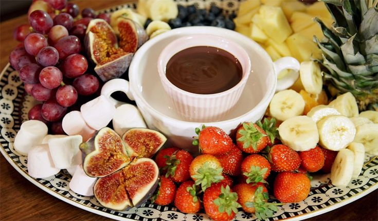 Watch Fay Ripley prepare her deliciously retro chocolate fondue. It's a perfect addition to your Dinner Down Memory Lane – and you don't even need a fondue set.