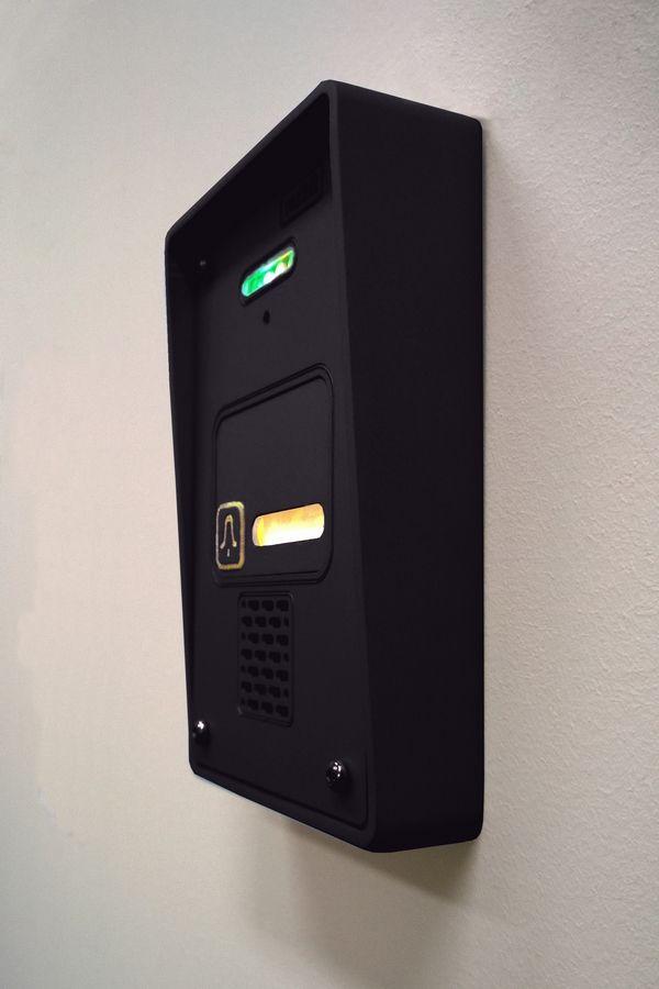 Black and elegant Radbit doorphone. One highlighted call buton, black anode sklep.radbit.pl