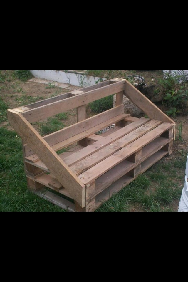 #Pallets: Outside Bench (add foam seat) http://dunway.info/pallets/index.html