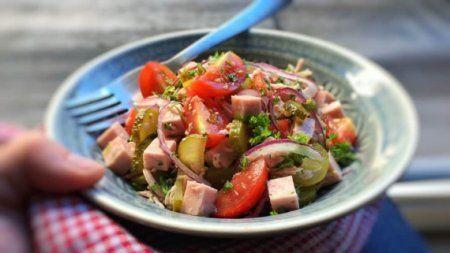 Баварский салат с колбасой