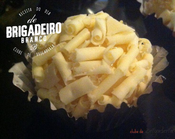 Receita do melhor brigadeiro branco: http://clubedebrigaderia.com.br/receita-do-melhor-brigadeiro-branco-gourmet/