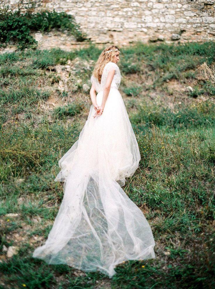 Tuscany Wedding Inspiration { Elegantly ethereal wedding dress }