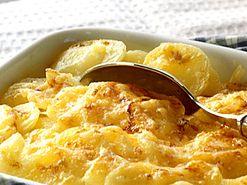 Krämig potatisgratäng (kock Nigella Lawson). Lägg till 4 dl riven ost.
