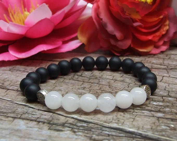 Onix and jade bracelet / Natural gemstone bracelet, Fine jewelry, Crystal gemstone, Healing reiki yoga jewelry