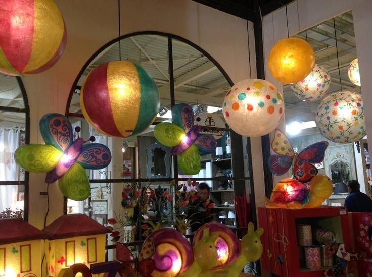 Φωτιστικά με εντυπωσιακά χρώματα και σχήματα