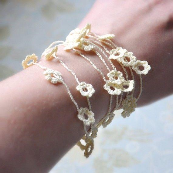 Un collar de flores de ganchillo muy ligero, delicado de hilado muy fino crochet mercerizado de crudo. Esta pieza única de joyería viene en una caja de joyería sin marcar envuelta en papel de regalo, lo que la hace perfecta como un regalo. Brillante tu días con este collar de flores. * Este artículo se hace en la actualidad a la orden es collar de 56 de largo y puede envolver dos veces o tres veces alrededor de su cuello o si lo prefiere 7 o incluso 8 veces alrededor de su muñeca. Inform…