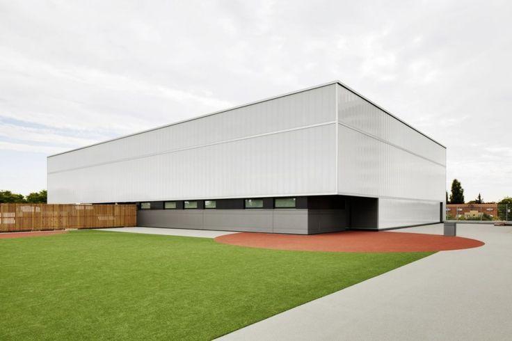 Sports Hall Zehlendorfer Welle / KSP Jürgen Engel Architekten