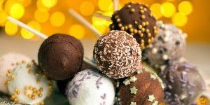 Γιορτινά γλειφιτζούρια από κέικ (cake pops)