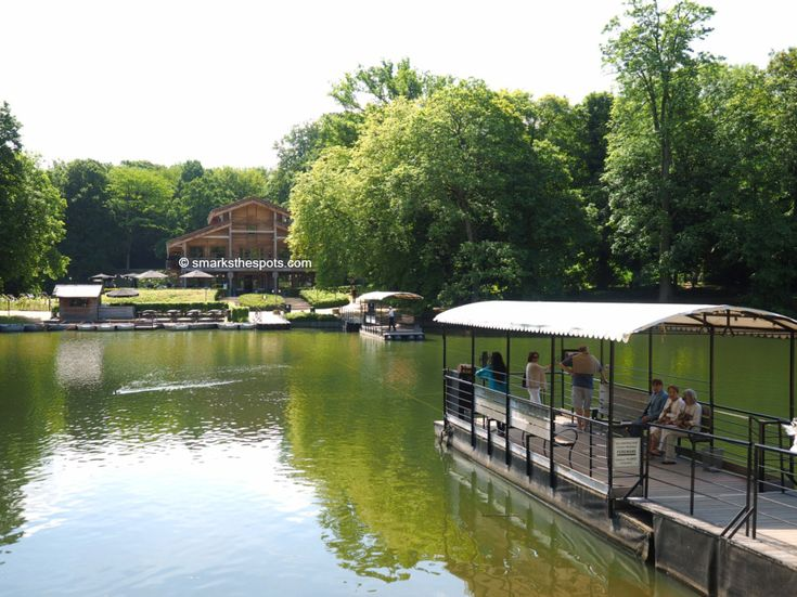 A restaurant on a tiny island at the Bois de la Cambre in Brussels: Le Chalet Robinson by smarksthespots.com