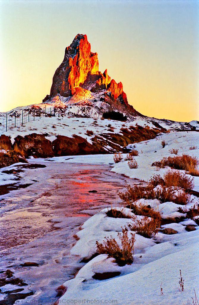 Agathla Peak, Arizona, U.S. (por tim, TimCooperPhotos.com)
