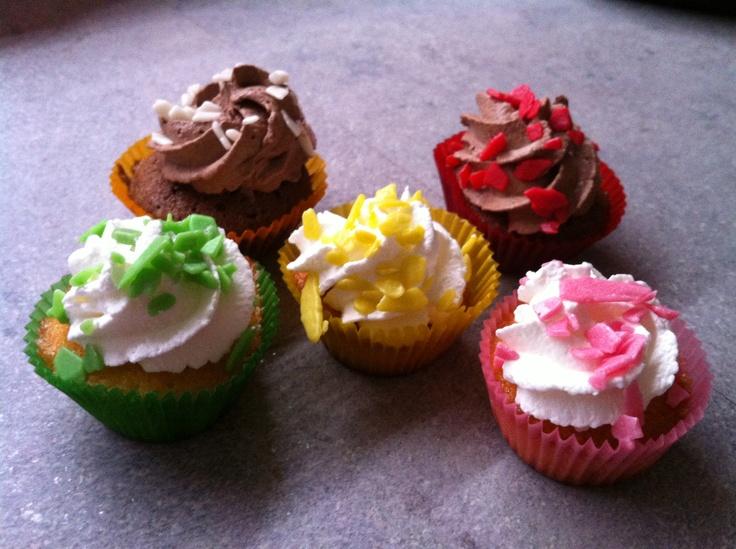 Mini cupcake classici e al cioccolato.