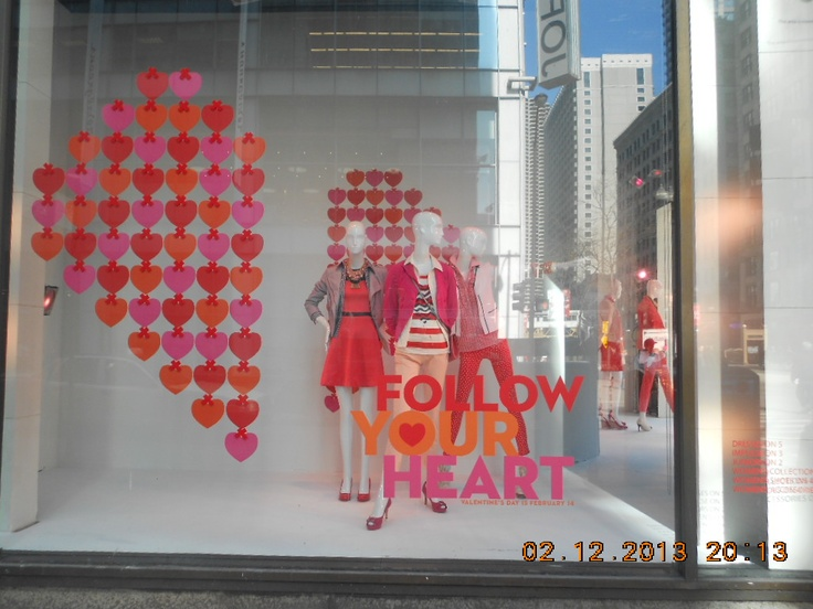 So when I was down visiting my fiancee and doing my stuff, we encountered one of Downtown Chicago's largest retail Macy and their mannequins position. And as obvious, this theme is towards Valentine's Day. :) This is the full shot how it'd look! Wonderful.