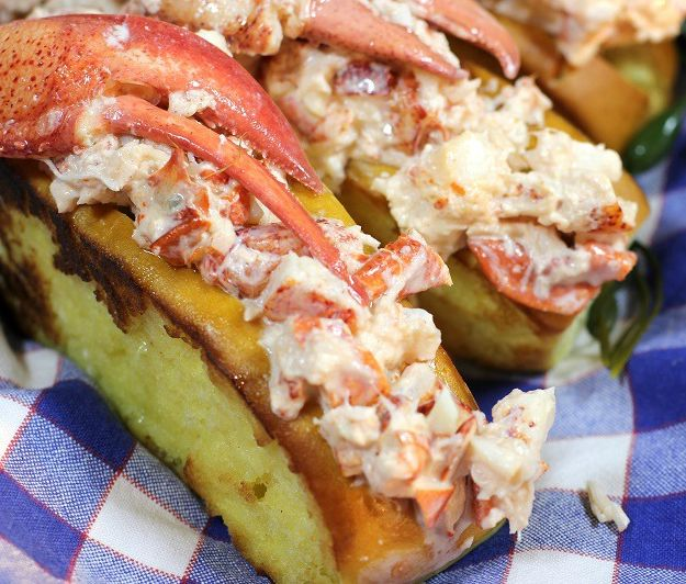 Read about why local #lobster prices could drop for the summer of 2016: http://visitingnewengland.com/blog-cheap-travel/?p=6321