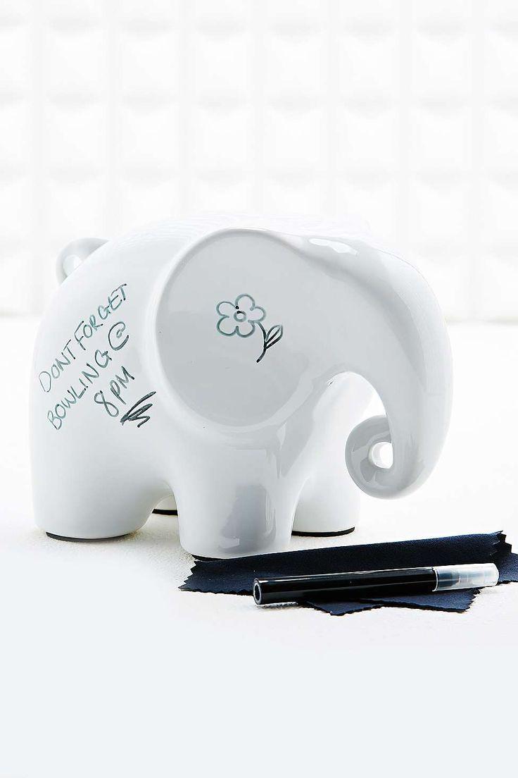 Eric, l'éléphant pense-bête blanc