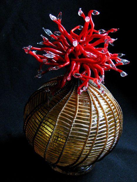 Cathy Strokowsky - Mini Medusa (2012) // Verre soufflé, tissage, travail au chalumeau, perlage, tendon artificiel, fils, 18 x 11 x 11 cm / Blown Glass, weaving...