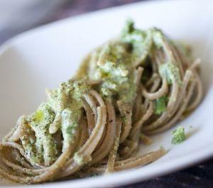 Linguine al pesto di pistacchi e prezzemolo