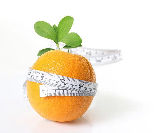 Ongeveer 90% van alle volwassen vrouwen heeft last van cellulitis. Ook wel gekend als sinaasappelhuid. Maar wat is het eigenlijk? Cellulitis is oppervlakkig vetweefsel dat het bindweefsel verstoort. Niet meer, niet minder. Mannen hebben er veel minder last van doordat de manier waarop vet, spier- en bindweefsel in de huid verdeeld is verschilt tussen mannen en vrouwen.