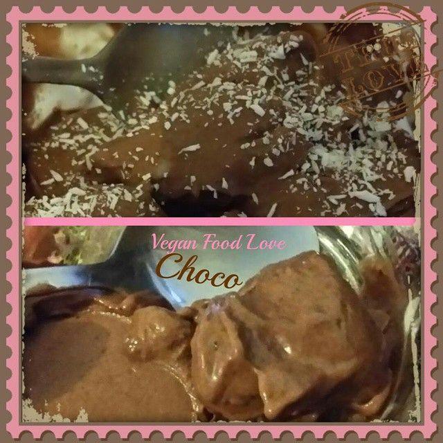 Selfmade Vegan Choco Ice cream #veganlove #vegan #veganfoodlove #icecream #veganicecream #selfmadeicecream #chocolate #choco #bananas