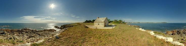 http://fr.wikipedia.org/wiki/Combrit La commune dispose d'un port de plaisance, Sainte-Marine, qui est situé à l'embouchure de l'Odet, sur la rive opposée à celle abritant le port de Bénodet.Cette commune abrite des vestiges néolithiques et gallo-romains.C'est une ancienne paroisse, née probablement au VIe siècle, dont ont été détachés l'actuelle commune de l'Île-Tudy et l'ancien faubourg de Lambour, rattaché à la commune de Pont-l'Abbé. Au Mo...