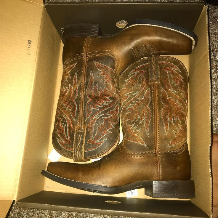Welcoming in the birthday month with my 2nd early birthday present.  I grew up with boots because of the Mexican side of my family. Except those were mainly dress boots botines. I got my first pair of grownup cowboy boots.  My first love is still the Chelsea but I figured Id step out and try these lol.  Now to schedule a horseback ride tour    #cowboyboots #rodeoready #horsebackriding #boots #guysandboots #texas #houston #bootsinmyblood #shortboyprobs lol