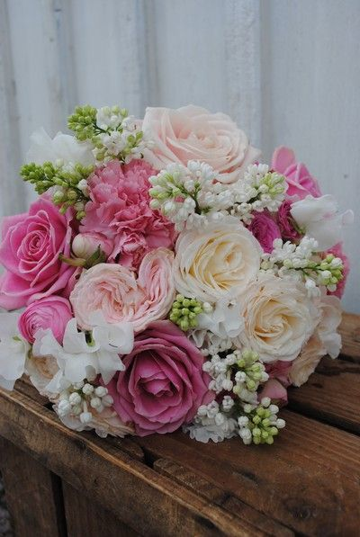 Pink roses, lilacs, sweet peas, ranunculus! A bouquet of love.....      Aline♥