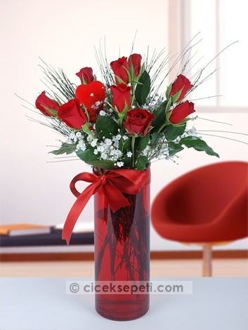 Şayet en güzeli sizin aşkınızsa, aradan ne kadar zaman geçerse geçsin kalpleriniz hala ilk günün heyecanıyla atıyorsa bu çiçekler tam da sevgilinize göre!  http://www.ciceksepeti.com/venedik-camda-9-kirmizi-gul