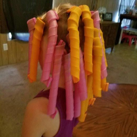 """Easy To Use """"NO HEAT"""" HAIR CURLER!"""