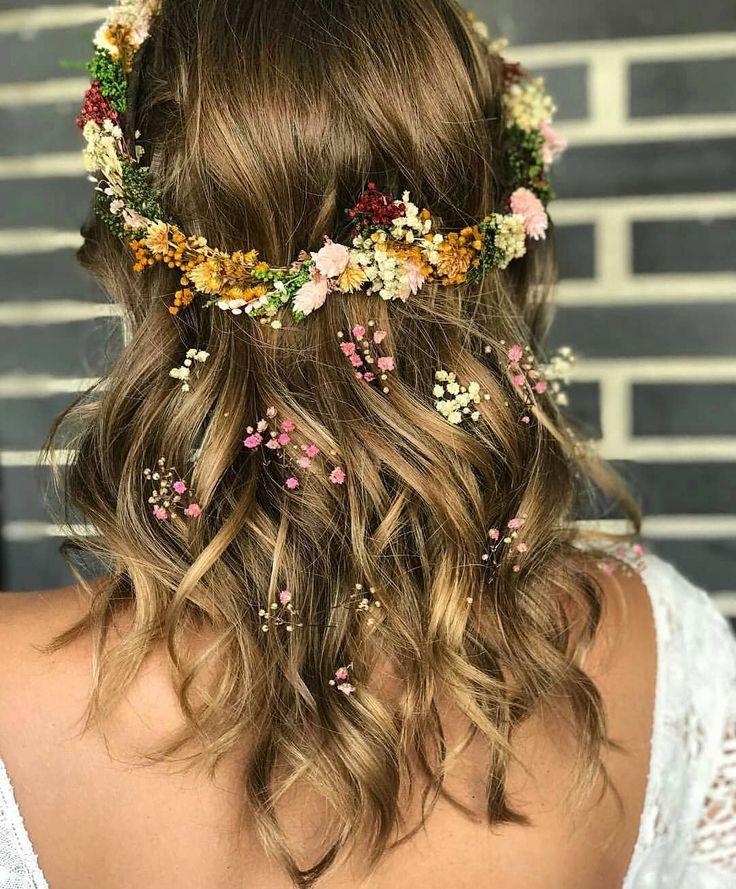 En una tendencia ascendente peinados con flores Imagen De Consejos De Color De Pelo - Peinado con flores . . . #flores #peinadoconflores # ...
