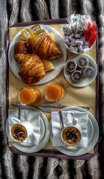 Now that's the way to enjoy espresso and croissants. Colazione a letto x 2..........