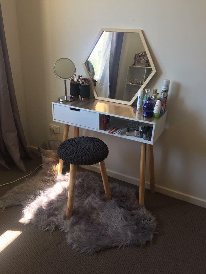 Make up dresser