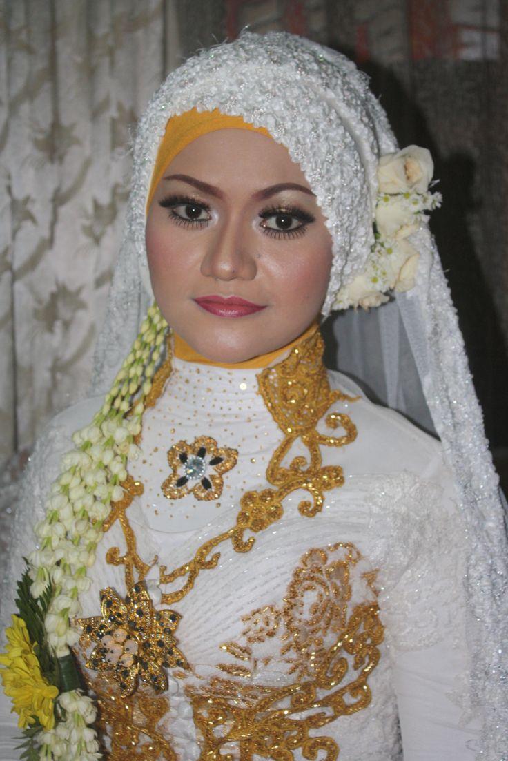 Indonesian dress model for wedding ceremony