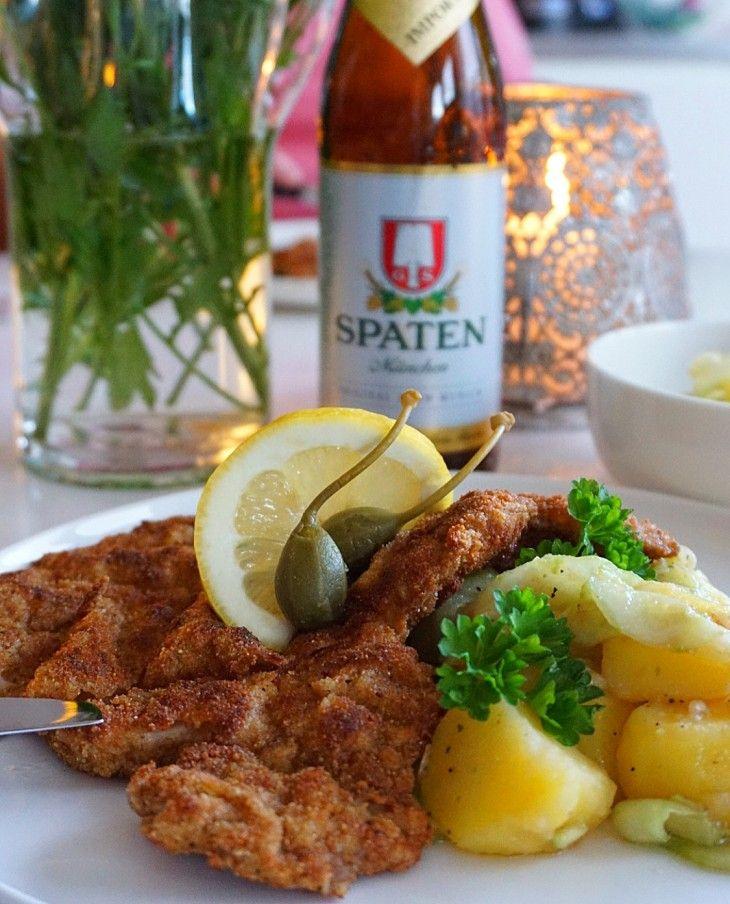 Utsökt familjerecept som får mig att längta tillbaka till Österrike. Denna ljumna potatissallad med gurka gifter sig fantastiskt bra med schnitzel.