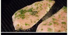 Pollo marinado a la plancha rapido, facil y sabroso. Pechuga de pollo marinado con hierbas aromaticas. Pechugas de pollo a la plancha