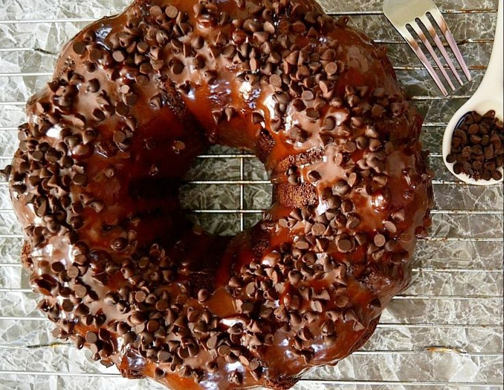 Ζουμερό κέικ σοκολάτας χωρίς βούτυρο και αυγά