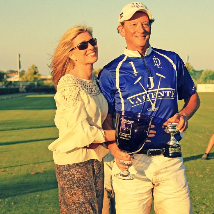 #Bob Jornayvaz y su esposa. #Valiente #Polo #Sotogrande. VALIENTE WINS THE #ISOLAS #BRONZE CUP OF THE 43rd LAND #ROVER INTERNATIONAL #POLO TOURNAMENT. Valiente won the Bronze Cup Isolas by defeating Ayala Polo Team by 11-7 and rose up the first trophy of the season at Santa Maria High Goal Polo Club. Bob Jornayvaz's team started to show its best in the second chukker and since then mastered the game. Valiente dominated the pace of the game and the marker to the end.