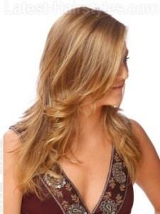 A cor do cabelo natural deste penteado está sendo amenizado pelos destaques. As camadas de adicionar de forma ao cabelo. Tome uma parte lateral profunda e, em seguida, enrolar as pontas de seu cabelo usando um 1 ½ de ferro curling. Deixe as pontas onduladas balançar longe do seu rosto com a mão.