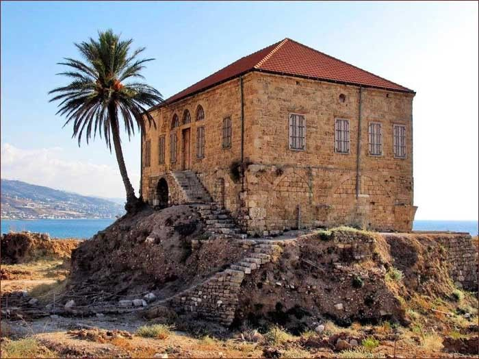My Home Foyer Beirut : This beautiful house built by the sea in a traditional