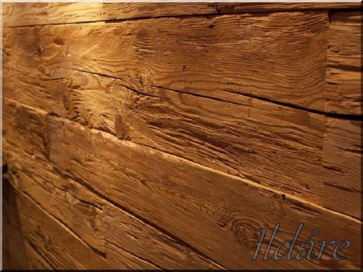 Kézzel bárdolt fa falburkolat
