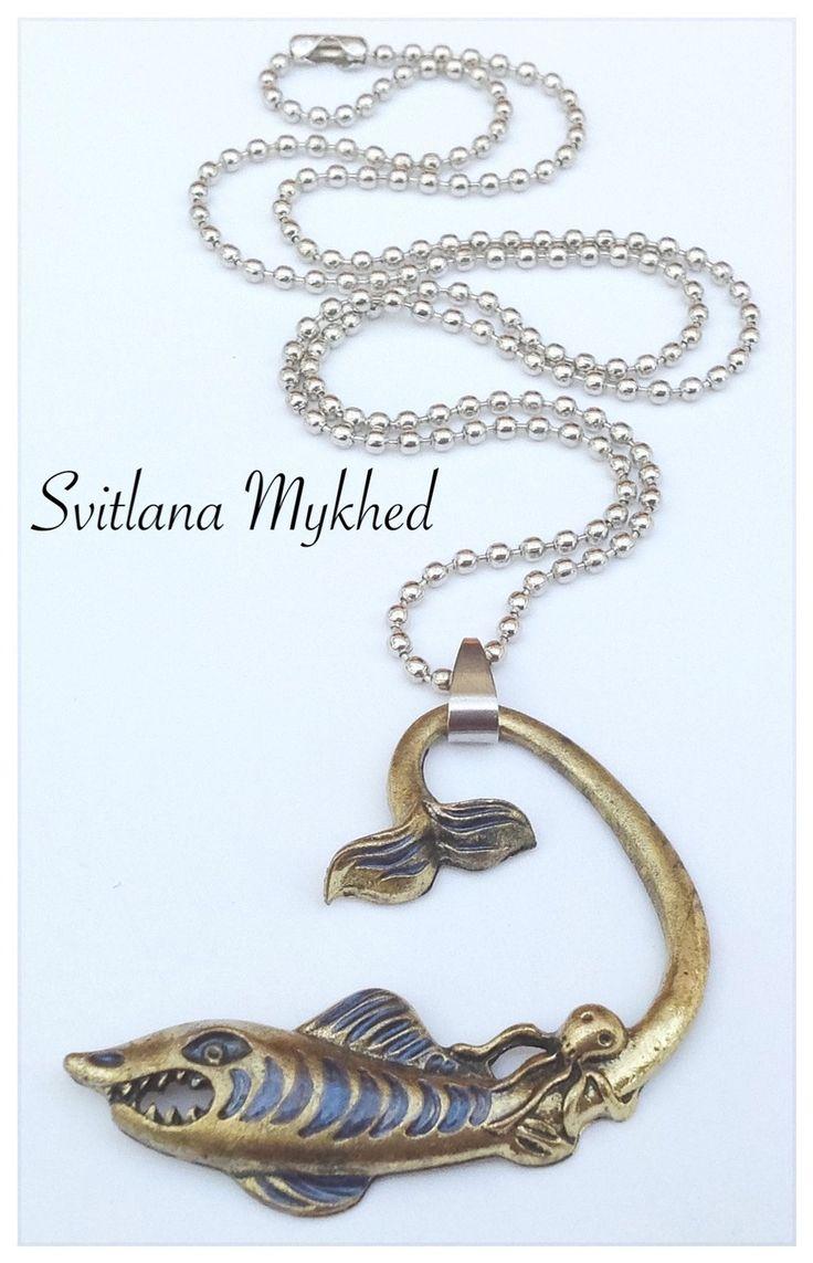 """Collier """"Requin. Poulpe"""". Chaine métal argenté inoxydable : Collier par perles-et-couronnes"""