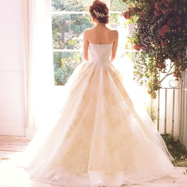スペインの大人気ブランドyolan cris♡ #yolancris #プレ花嫁 #fiorebianca #フィオーレビアンカ #ウエディングドレス #weddingdress