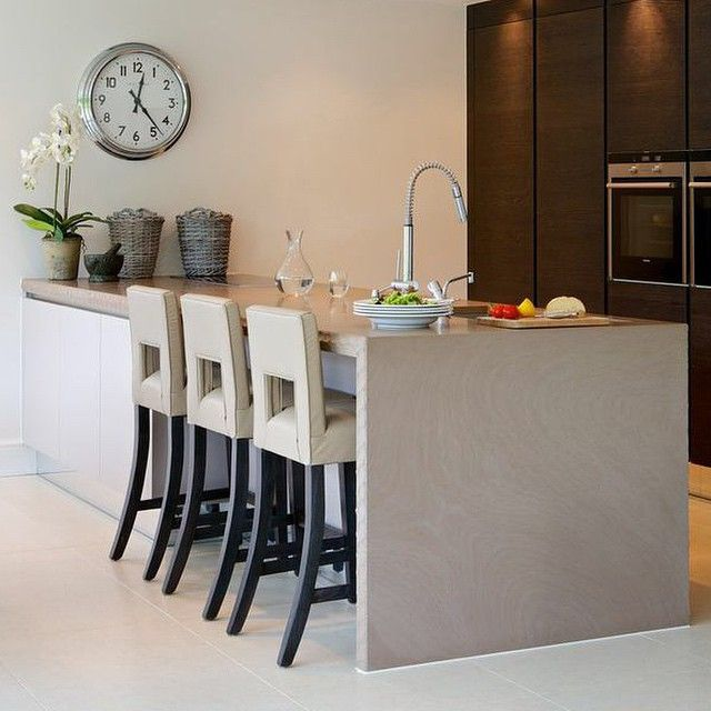 Contemporary kitchen in the Cambridge project #kitchen #kitchendesign #interiors #interiordesign #gorgeoushome #mansion #marble #sophiepatersoninteriors