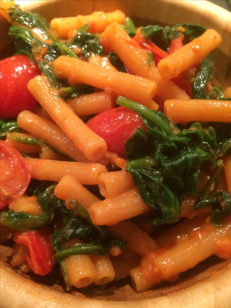 Red Lentil Pasta with roasted Spinach, Cherry Tomatoes & Chili Pesto! #plantstrong #plantbaseddiet #plantfood #eatplants #plantpower #plantbased #plantbasednutrition #plantnutrition #plantnutrients  #plantbasedmeal #protein #plantprotein #foodporn #food #diet #dinner #nutrition #health #eatclean #eathealthy #fitfood #fitnessfood #eatcolors #eatarainbow